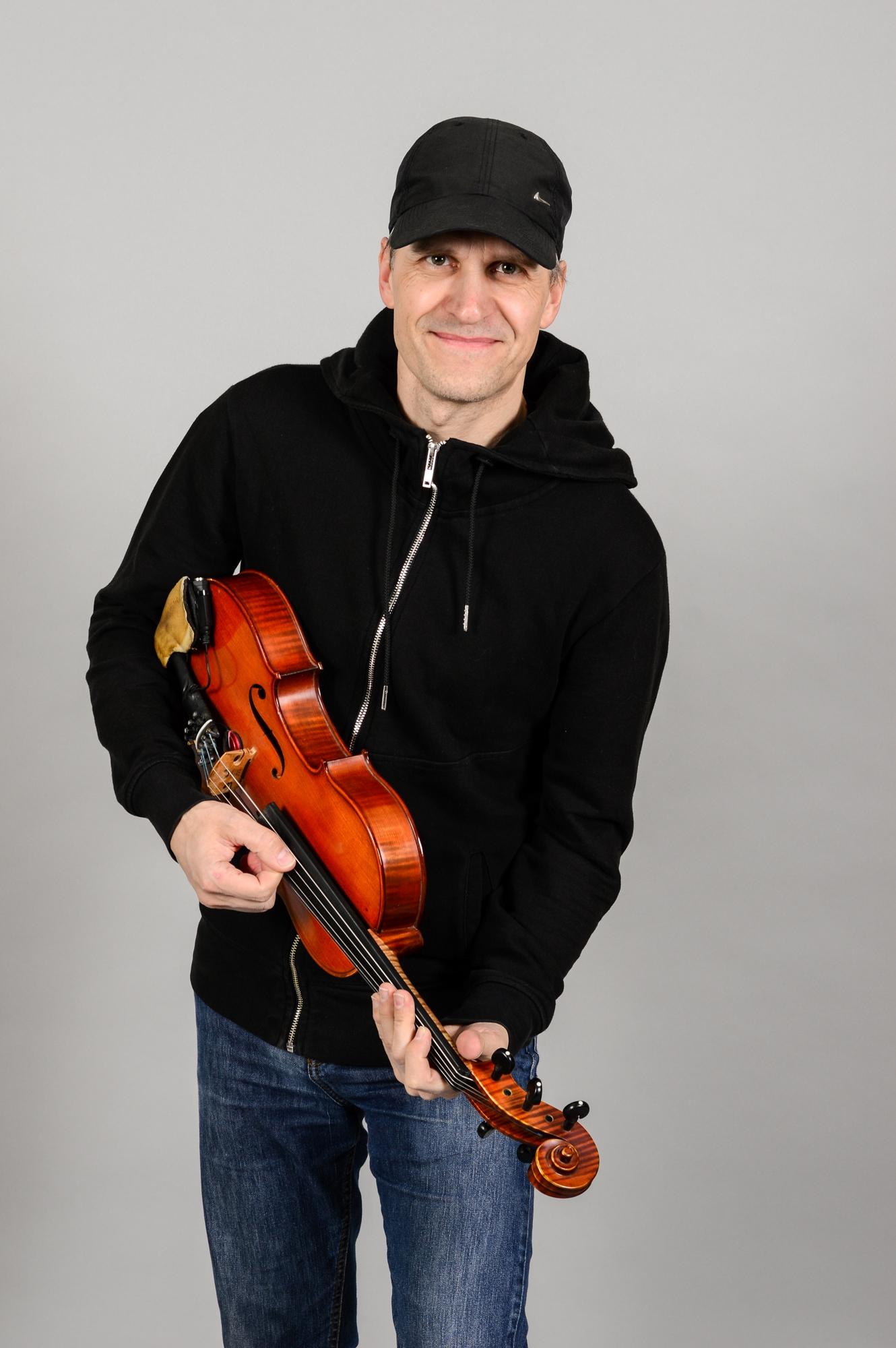alma-zenekar-tagok-maroevich-zsolt